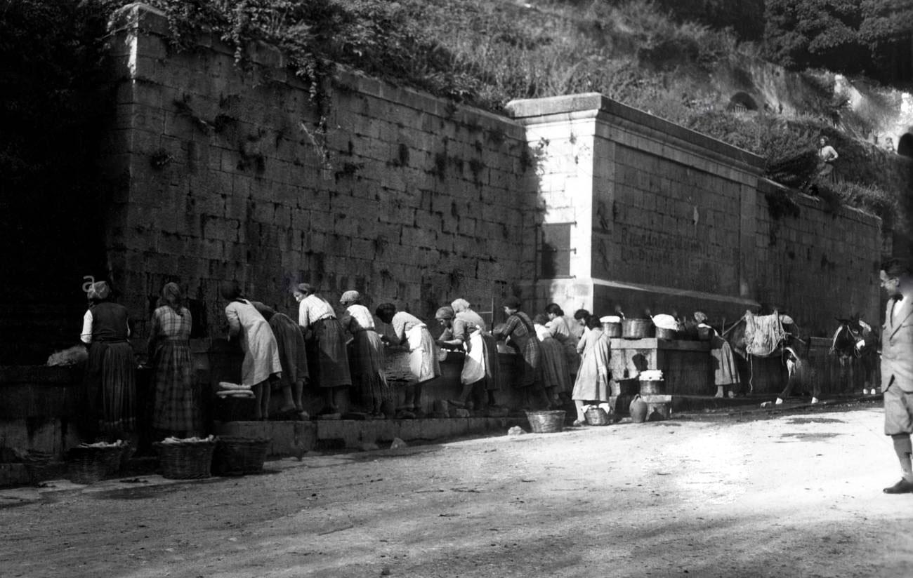 italy-basilicata-rapolla-the-public-washhouse-1930-RMDNWT